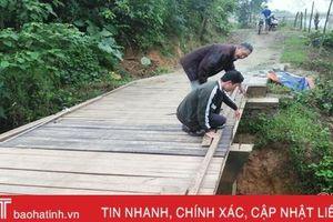 Cầu dân sinh 'hết đát' người dân xóm núi Hà Tĩnh đánh cược rủi may!