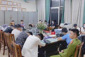Hà Nội: Đột kích quán bar, phát hiện hàng chục 'dân chơi' dùng ma túy