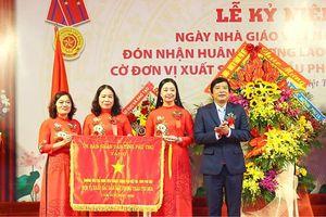 Phú Thọ: Trường tiểu học Đinh Tiên Hoàng đón nhận Huân Chương Lao động hạng Nhì và Cờ đơn vị xuất sắc dân đầu phong trào thi đua