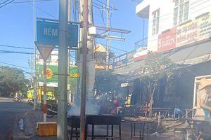 Người dân bị tra tấn bởi khói của các quán ăn ven đường
