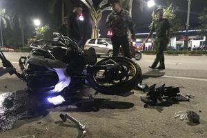 Tai nạn giao thông chiều 19/11: Siêu mô tô BMW va chạm với xe máy, 3 người thương vong nằm rạp trên đường