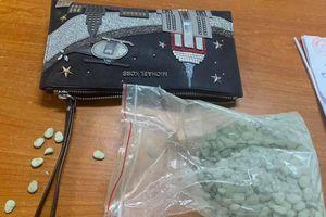 'Xách' 1.000 viên ma túy, nam thanh niên bị bắt lúc nửa đêm
