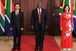 Đại sứ Hoàng Văn Lợi trình Thư ủy nhiệm lên Tổng thống Nam Phi