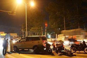 Tin giao thông đến sáng 20/11: Ô tô mất lái đâm hàng chục xe máy, nhiều người bị thương