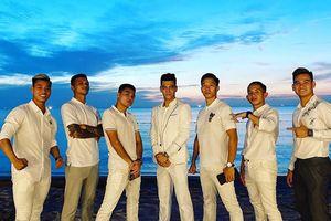 Dàn tuyển thủ Việt Nam diện đồ trắng đẹp như tài tử, dự cưới Công Phượng ở Phú Quốc