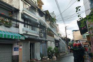 TPHCM: Cháy nhà dân gần Bệnh viện quận Tân Bình
