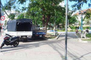 Công viên thành nơi đậu xe, chứa phế liệu