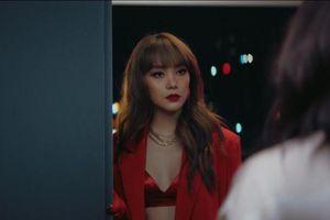 Minh Hằng đóng cảnh 'nóng' cuồng nhiệt cùng trai Tây trong phim Bẫy ngọt ngào