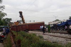 Hà Nam: Tàu hỏa trật bánh, 2 toa văng ra ngoài