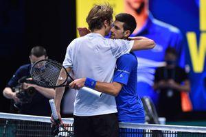Zverev bị tố lạm dụng, Djokovic bênh vực 'bại tướng'