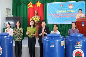 Chủ tịch Quốc hội dự lễ trao 2.000 bồn chứa nước tại Bến Tre