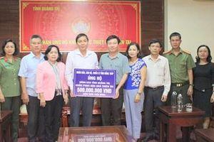 Quảng Trị: Hơn 1,8 tỷ đồng và quà hỗ trợ người dân vùng mưa lũ