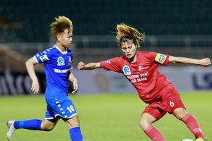 Trọng tài nữ FIFA 'bẻ còi' với đội Phong Phú Hà Nam