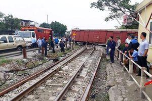 Vụ tàu hàng trật bánh: Đường sắt Bắc - Nam đã thông sau nhiều giờ bị tê liệt