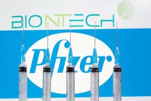 FDA sẽ xem xét việc sử dụng khẩn cấp vaccine của Pfizer trong tháng 12