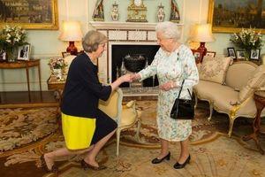 Những quy tắc bất thành văn khi diện kiến gia đình Hoàng gia Anh