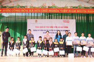 Báo GD&TĐ, Công đoàn GDVN trao quà hỗ trợ GV, HS vùng biên giới Vị Xuyên