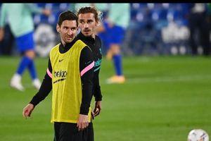 CĐV Barcelona chặn xe yêu cầu Griezmann tôn trọng Messi