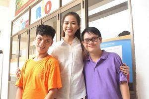 Những khoảnh khắc đẹp của tân Hoa hậu Việt Nam Đỗ Thị Hà tại hành trình nhân ái