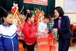 Chia sẻ khó khăn với học sinh huyện miền núi Thạch Thành