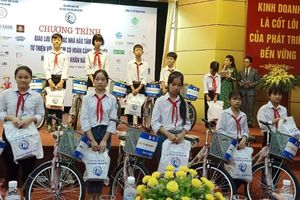 Hà Nội tặng trên 620 triệu đồng cho 321 trẻ em có hoàn cảnh đặc biệt