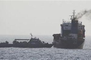 Iran bắt tàu treo cờ Panama vì nghi buôn dầu lậu