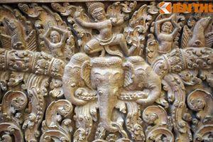 Cận cảnh những kiệt tác điêu khắc đá Angkor giữa Sài Gòn