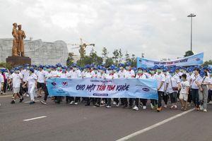 Gần 3.000 người tham gia đi bộ 'cho một trái tim khỏe'