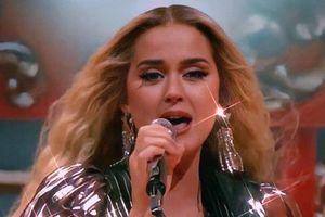 Nữ ca sĩ vừa có teaser cho bài hát mới này là Adele hay là Katy Perry ?