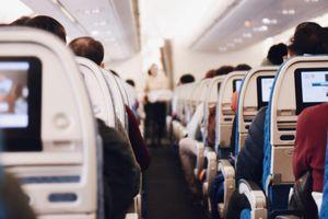 Cựu tiếp viên hàng không tiết lộ 'khung giờ vàng' để đi vệ sinh trên máy bay