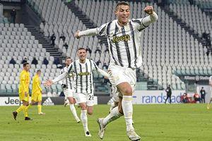 Ronaldo lập cú đúp trong 4 phút