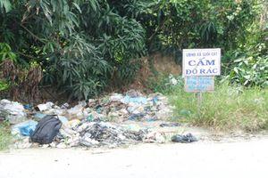 Đổ rác nơi bảng cấm