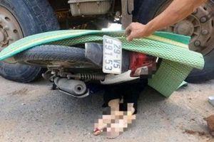 Nữ sinh viên đi xe máy tử vong thương tâm sau va chạm với xe hổ vồ