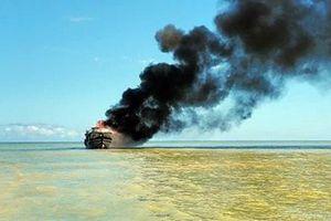 Cháy tàu chở khách trên biển Cù Lao Chàm