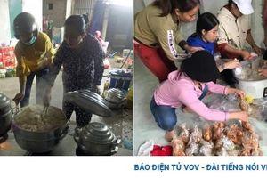 'Bỏ nhà' đi cứu nhau - tình người tỏa sáng trong mưa lũ miền Trung