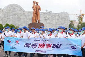 Gần 3.000 người đi bộ 'Cho một trái tim khỏe'