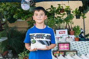Cậu bé 8 tuổi được người lạ tặng gần 40.000 USD mua nhà