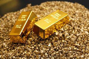 Giá vàng tăng phiên đầu tuần, tthị trường vẫn bán mạnh