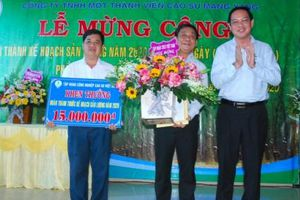 Cao su Mang Yang tổ chức lễ mừng công hoàn thành sản lượng sớm