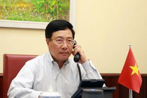 Phó Thủ tướng Phạm Bình Minh điện đàm với Bộ trưởng Ngoại giao Angola