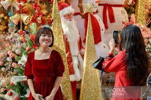 Hàng Mã lung linh đón Noel sớm