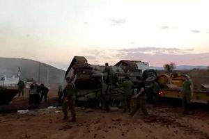 Hình ảnh xe tăng Israel bị lật ngược thu hút sự chú ý