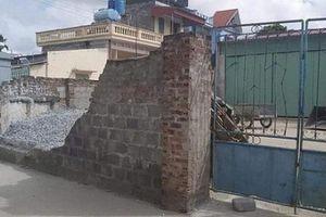 Tường bao nhà dân đổ sập, đè nữ sinh lớp 6 tử vong