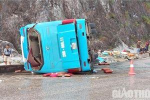 Bộ Công an chỉ đạo điều tra vụ lật xe khách làm 12 người thương vong