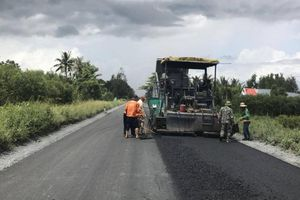 Tăng tốc thảm nhựa tuyến Quản Lộ-Phụng Hiệp, rút ngắn 40km đường về Cà Mau