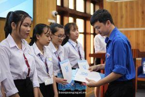 Trung ương Hội Sinh viên Việt Nam: Trao quà, học bổng cho học sinh, sinh viên vùng bão lũ tỉnh Quảng Ngãi