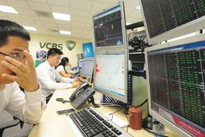 Sau 1.000 điểm, thị trường chứng khoán đi về đâu?