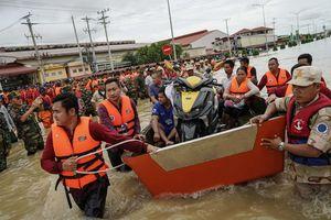 Lũ lụt ở Campuchia và nguy cơ từ việc lấp hồ lấy đất