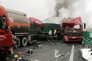 43 ô-tô đâm liên hoàn làm bốn người chết tại Thiểm Tây (Trung Quốc)