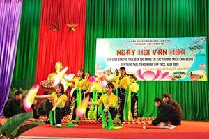 Phát huy giá trị văn hóa dân gian dân tộc Thái, dân tộc H'Mông